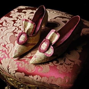 Paper shoes by Isabelle de Borchgrave.
