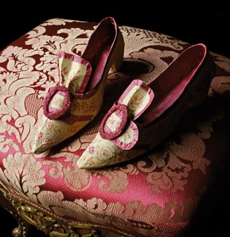 Paper shoes by Isabelle de Borchgrave.